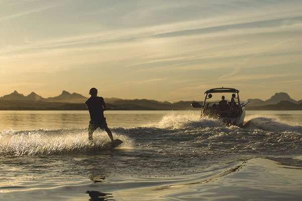2019_Malibu_21MLX_Wakeboarding_at_Dusk